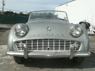 1962 Triumph TR3 TR3B 1962 Triumph TR3B Roadster, runs, needs restoration.