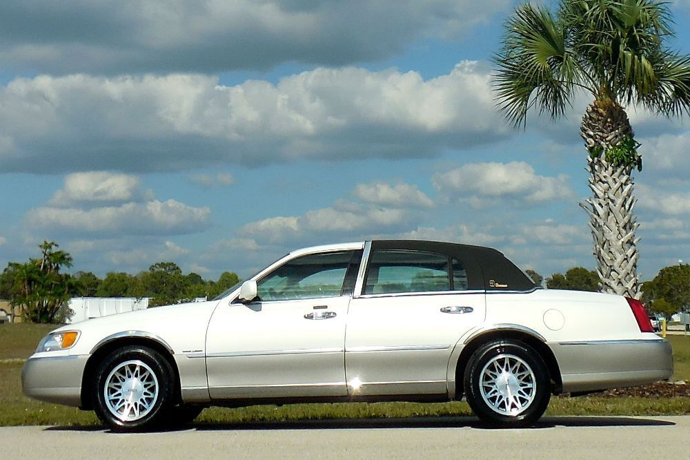 2000 Lincoln Town Car GORGEOUS SIGNATURE W/ DESIGNER PKG~PEARL WHITE! LUXURY SEDAN~LEATHER~CARRIAGE TOP~LOADED~HEATED SEATS~CERTIFIED~01 02 03 04 05