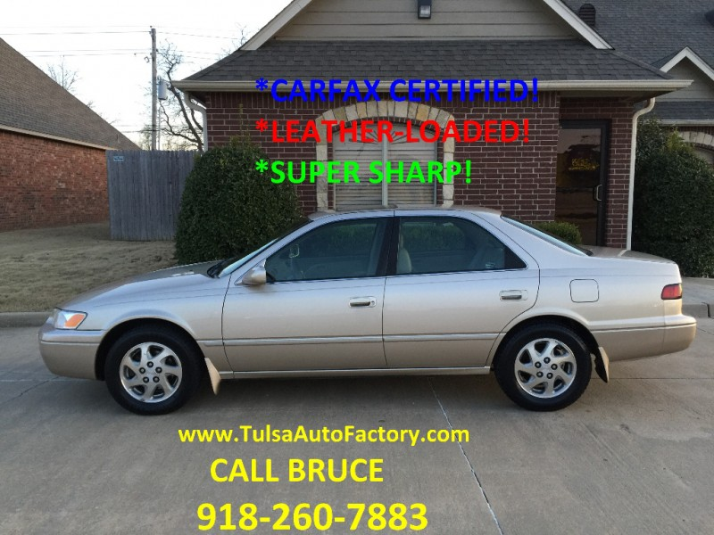 1999 TOYOTA CAMRY XLE SEDAN GOLD *CARFAX CERTIFIED* *LEATHER-LOADED* *SUPER SHARP*