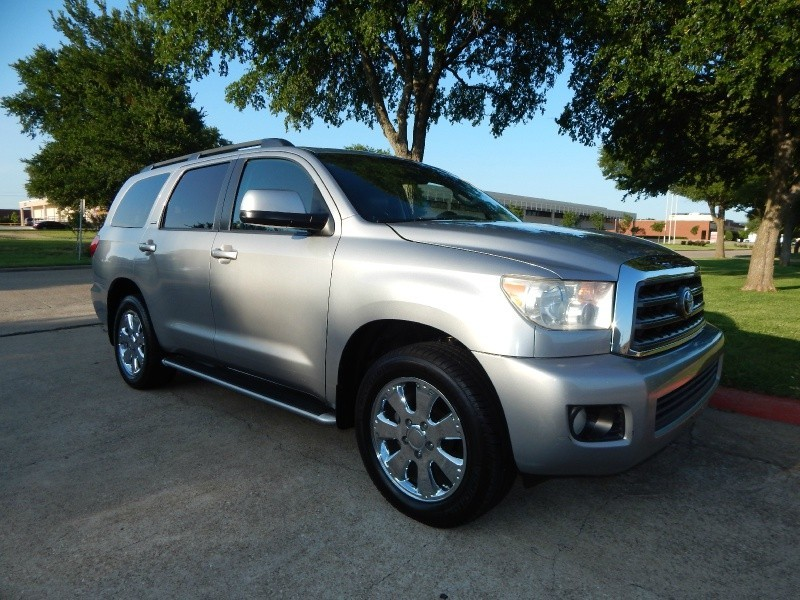 2008 Toyota Sequoia RWD 4dr LV8 6-Spd AT SR5 LEATHER/ 3RD ROW/CHROME WHEELS/ FINANCING