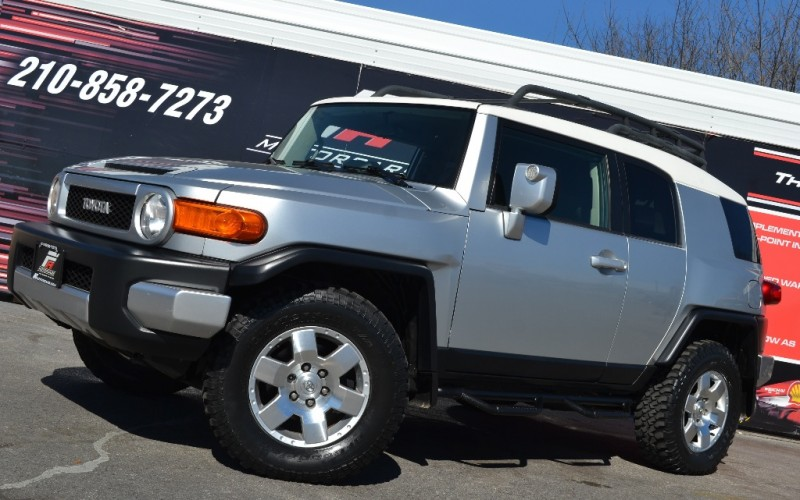 _____ TOYOTA FJ CRUISER ____ 4 X 4 ____ WE FINANCE ! ___
