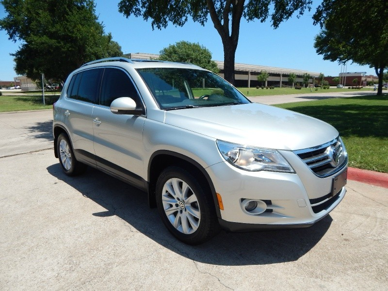 2009 Volkswagen Tiguan SE PANORAMIC SUNROOF/ LEATHER/ HTD SEATS/ FINANCING