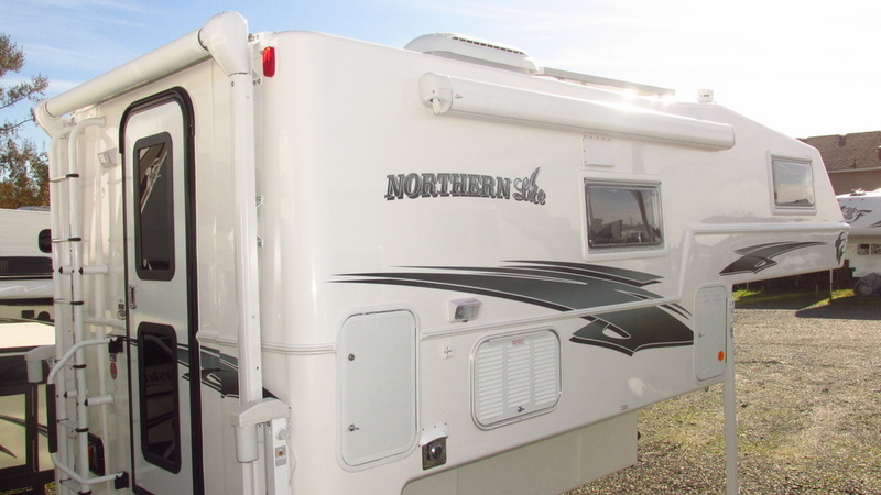 2017 Northern Lite Special Edition Series Campers 9-6 Q Cla