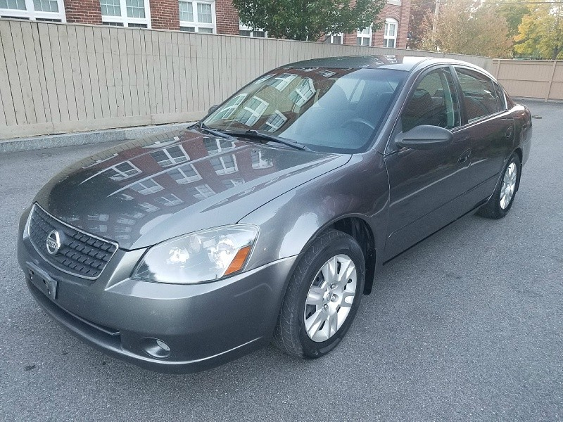 2006 Nissan Altima - 5 Speed Manaul