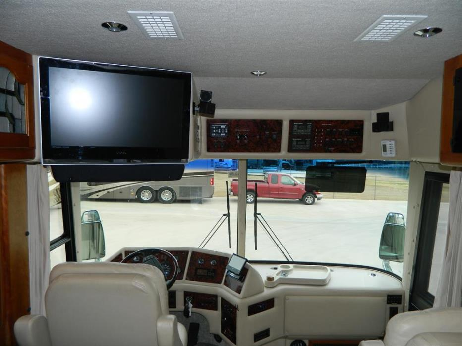 2002 Country Coach Affinity 42' Bed and Breakfast Edition, 9