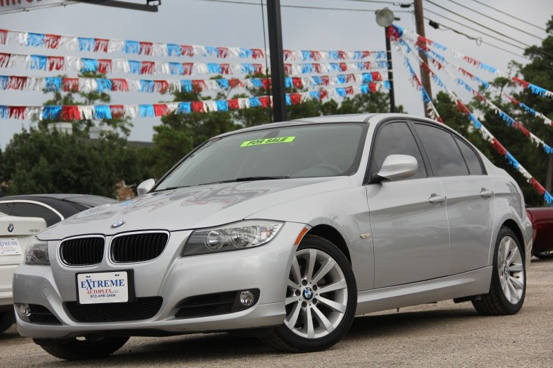 2011 BMW 3 Series 4dr 328i Automatic Leather Sunroof Only 69K Miles WE FINANCE!!