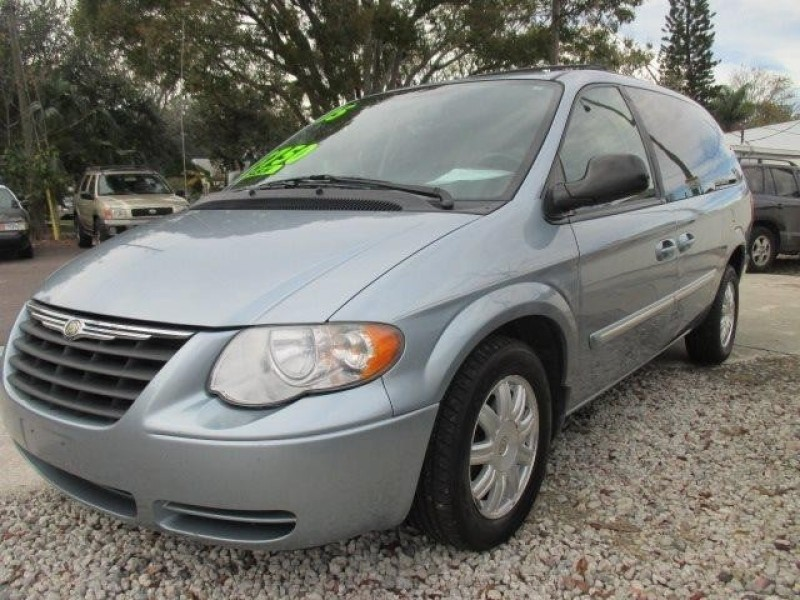 2005 Chrysler Town and Country Touring 4dr Extended Mini Van