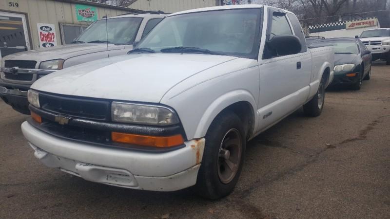 2000 Chevrolet S-10 Ext Cab 123 WB LS