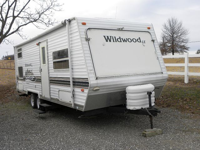2004 Forest River Wildwood LE 25EX