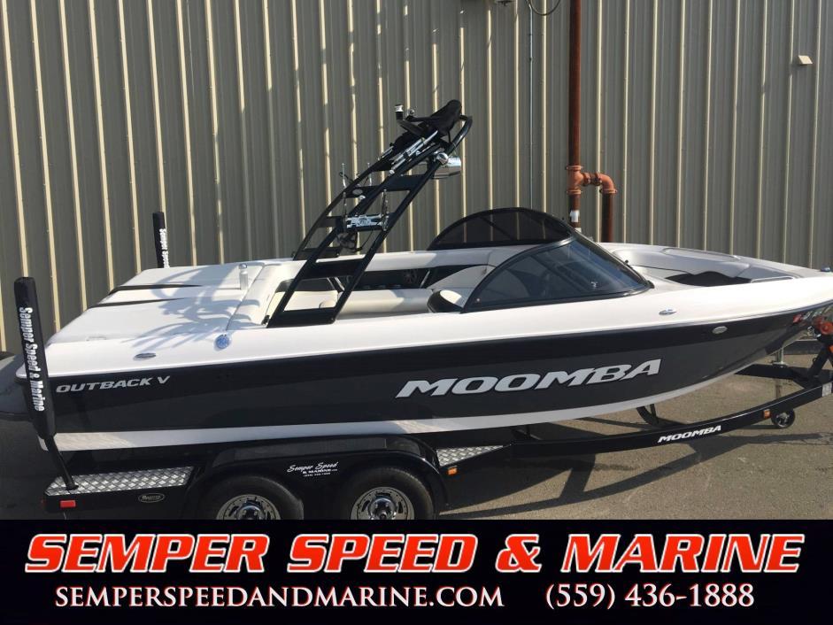 2013 Moomba Outback V Surf Boat