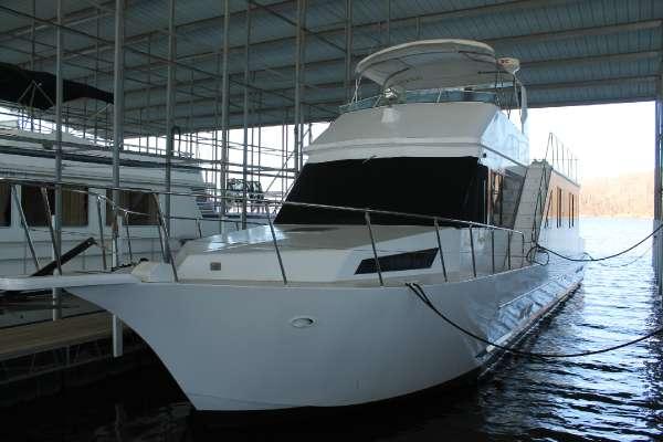 1988 Custom Riverchase 60-foot aluminum hull motoryacht-style house