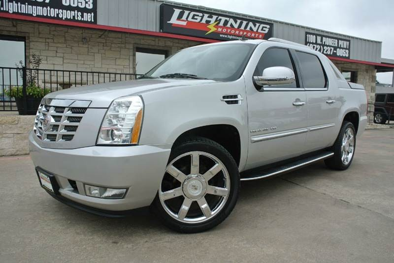 2011 Cadillac Escalade EXT Luxury AWD 4dr Pickup