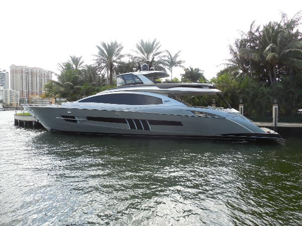 2014 Lazzara Motoryacht