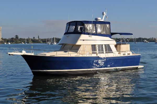 2006 Mainship 43 Trawler Aft Cabin