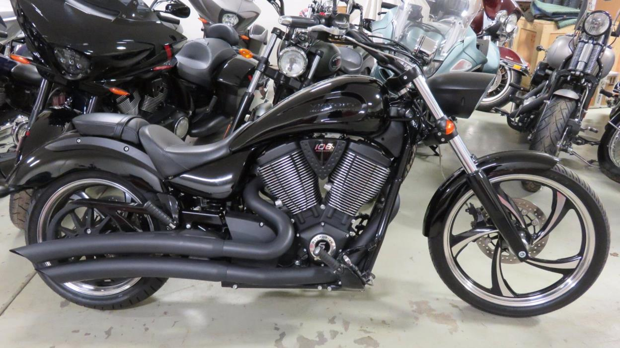 victory vegas 8 ball motorcycles for sale in illinois. Black Bedroom Furniture Sets. Home Design Ideas
