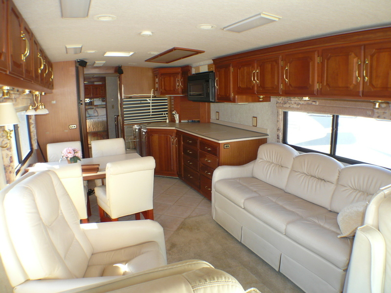 2000 Winnebago ULTIMATE FREEDOM 40JD