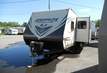 2017 Gulf Stream Streamlite 30DCT BUNKS