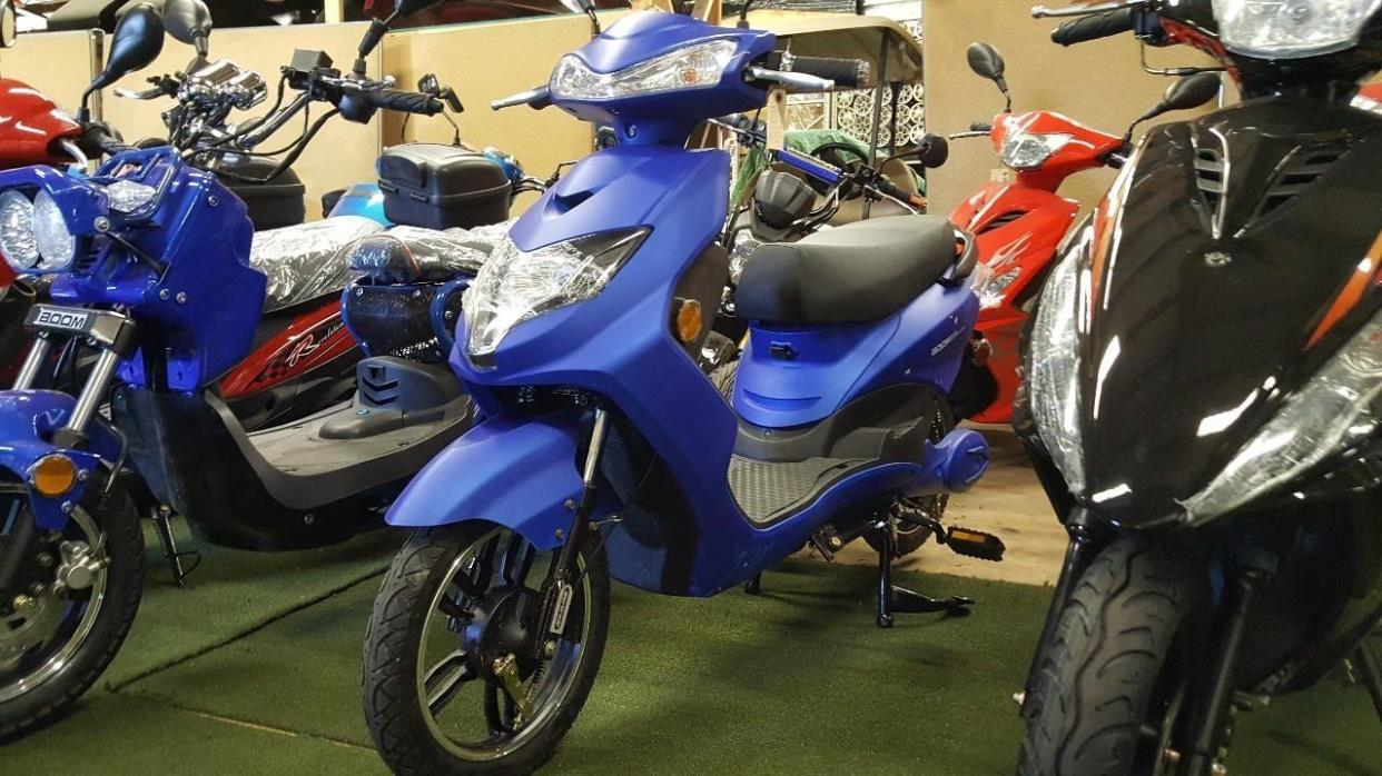 2017 Gsi Blue 500 Watt Speedster Electric Moped Boom Scooter