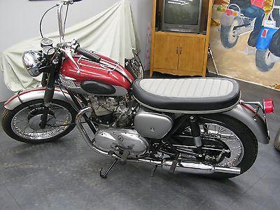 Triumph: Bonneville Motorcycle