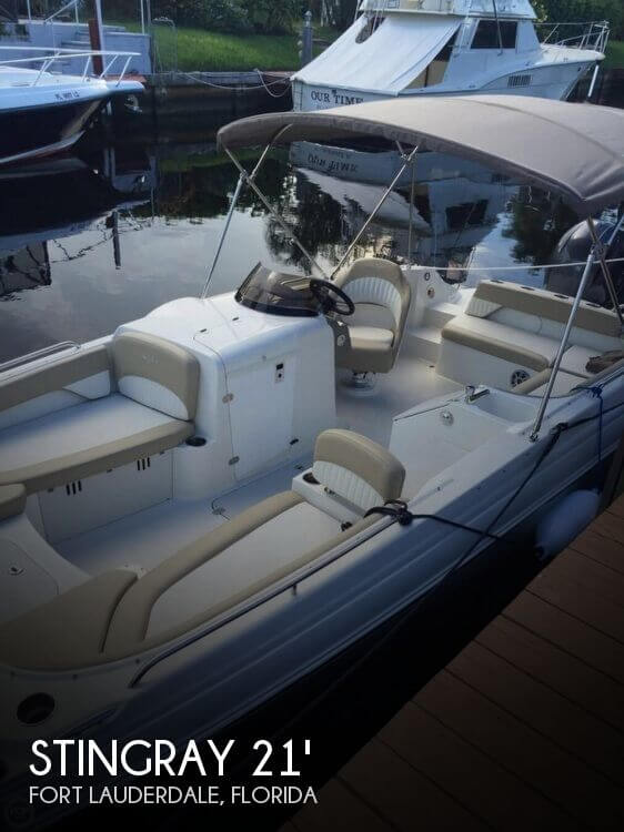 2017 Stingray 212SC deck boat