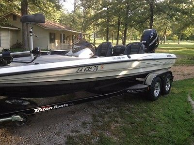 2012 Triton 20XS Elite Series Bass Fishing Boat With Mercury 250hp OptiMax motor