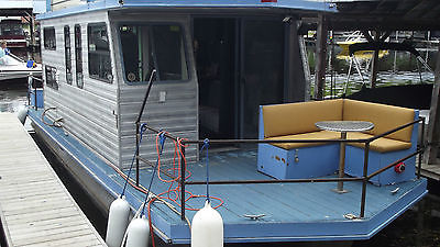 3 ALUMINUM PONTOON HOUSEBOAT COTTAGE ON THE WATER