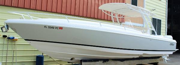 2011 Intrepid 323 Center Console
