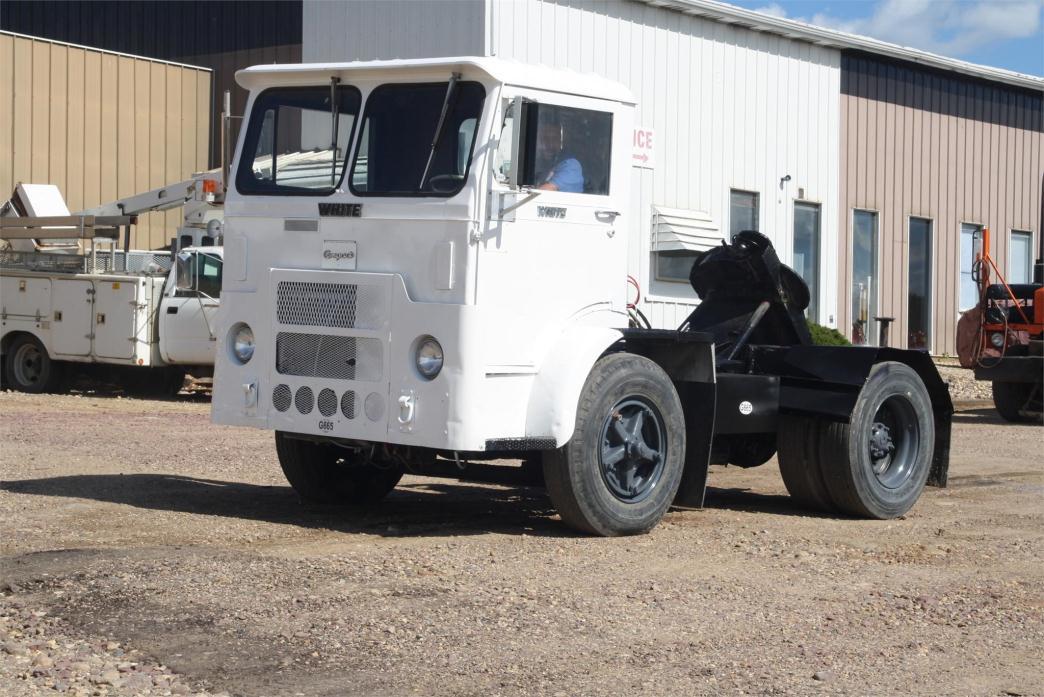1990 White 6064t-06