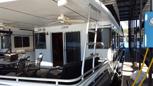2000 Fantasy Yacht 84 x 17 Houseboat