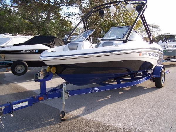 2010 Tahoe Q5i Deck and Ski Boat