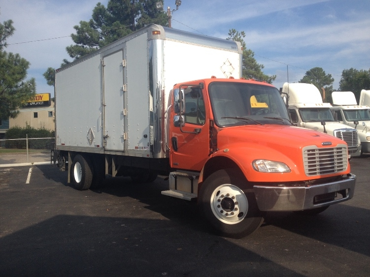 2009 Freightliner Business Class M2 106