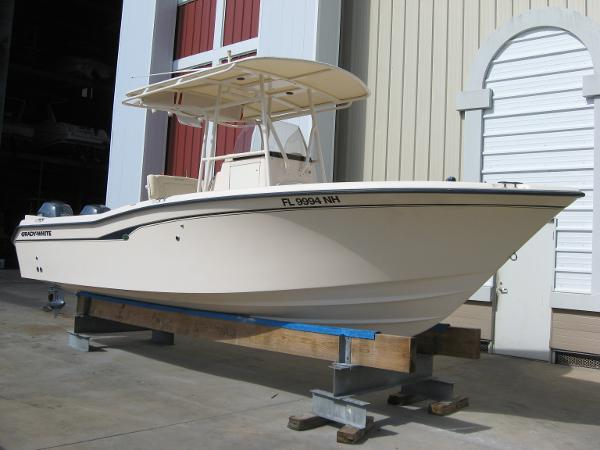 2006 Grady-White 257 Advance