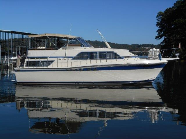1984 Chris-Craft Sport Yacht 381 Catalina