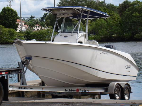 2005 Boston Whaler 24 Outrage