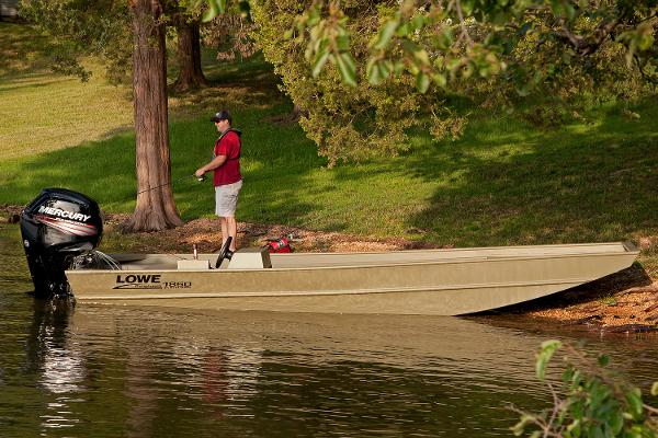 2016 Lowe Roughneck 1860BR