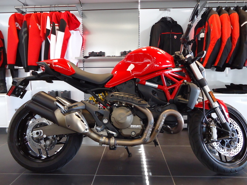 2015 Ducati Monster 821 Red