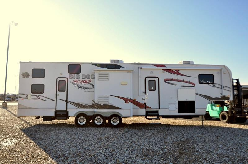 2010 Sunnybrook Big Dog toy hauler with 3 slides