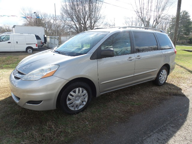 2007 Toyota Sienna LE 7-Passenger Seating