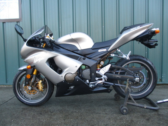 2005 Kawasaki NINJA ZX 636 LOW MILES WITH SCORPIO