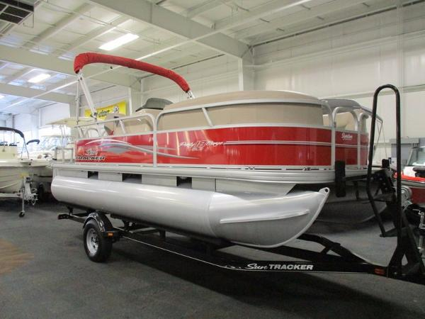2015 Sun Tracker Party Barge 18 DLX