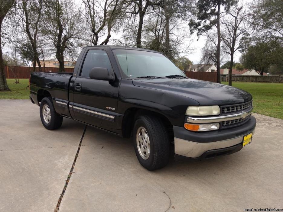 2000 Chevrolet Silverado 1500 Regular Cab Short Bed V6 Truck in Black - $4588