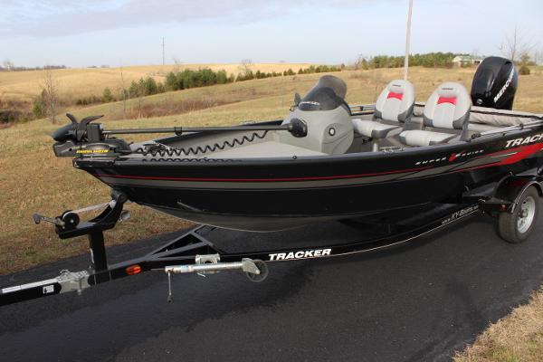 2013 Tracker super V16