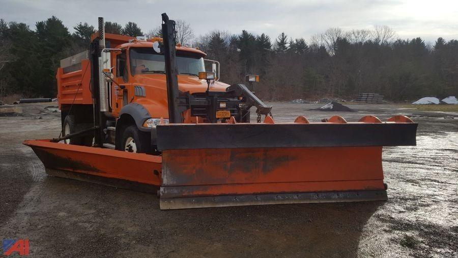 2008 Mack Granite  Plow Truck - Spreader Truck
