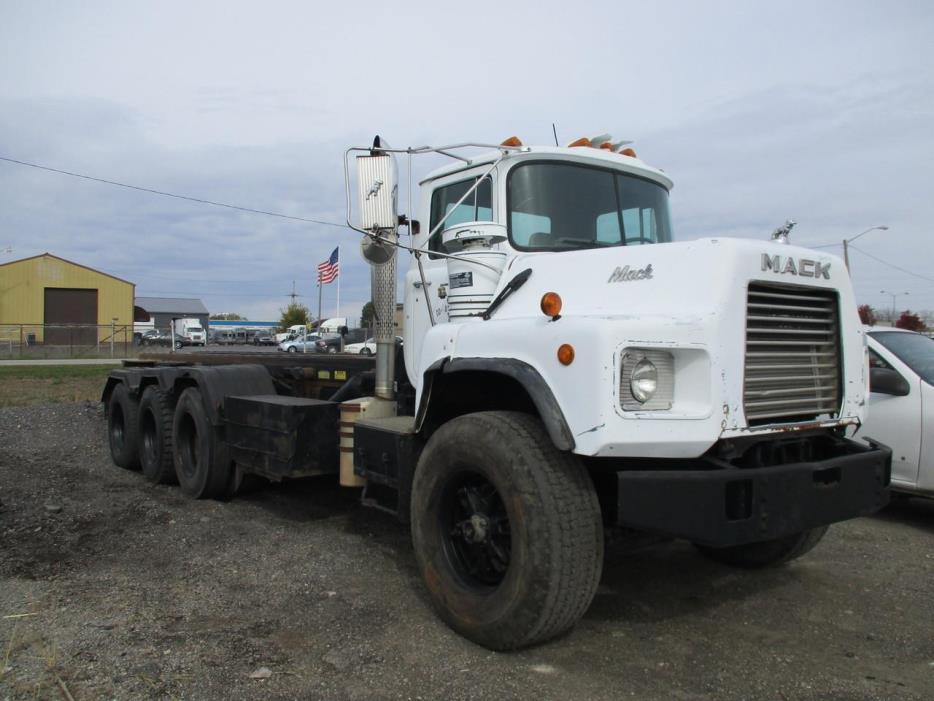 1994 Mack Dm690s Roll Off Truck