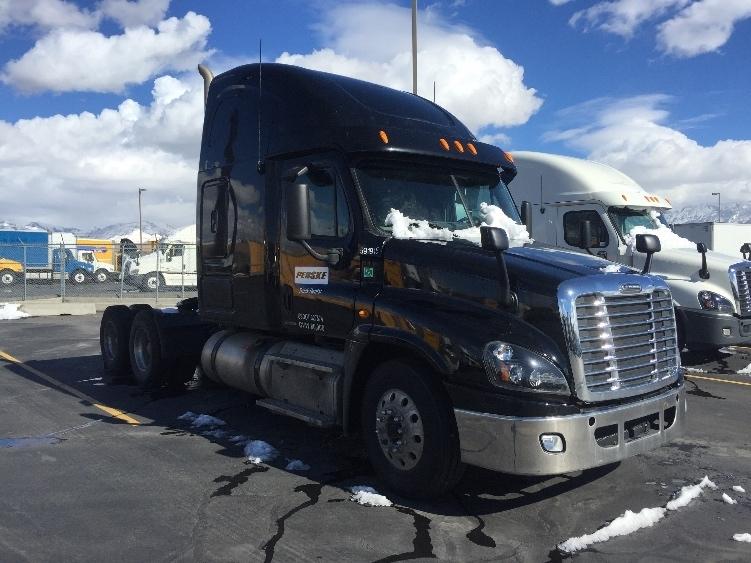2012 Freightliner Cascadia 125 Conventional - Sleeper Truck