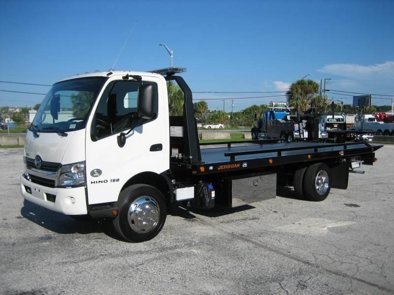 2017 Hino 195 Rollback Tow Truck
