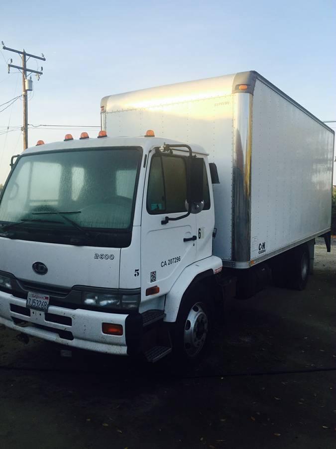 2004 Ud Trucks 2600 Box Truck - Straight Truck