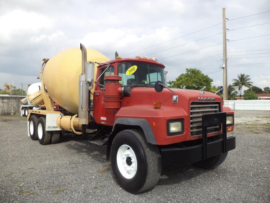 2001 Mack Rd690s Mixer Truck