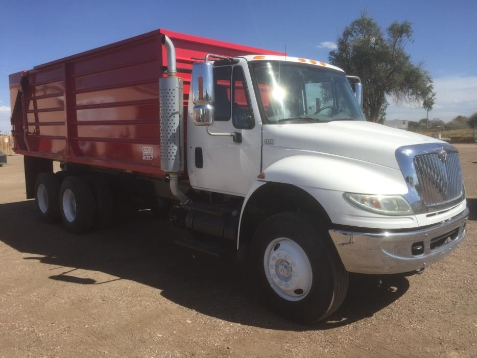 2005 International 4400  Farm Truck - Grain Truck