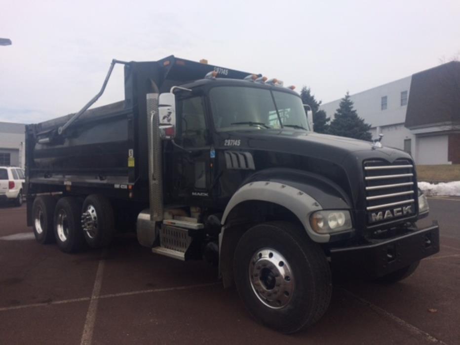 2013 Mack Granite Dump Truck